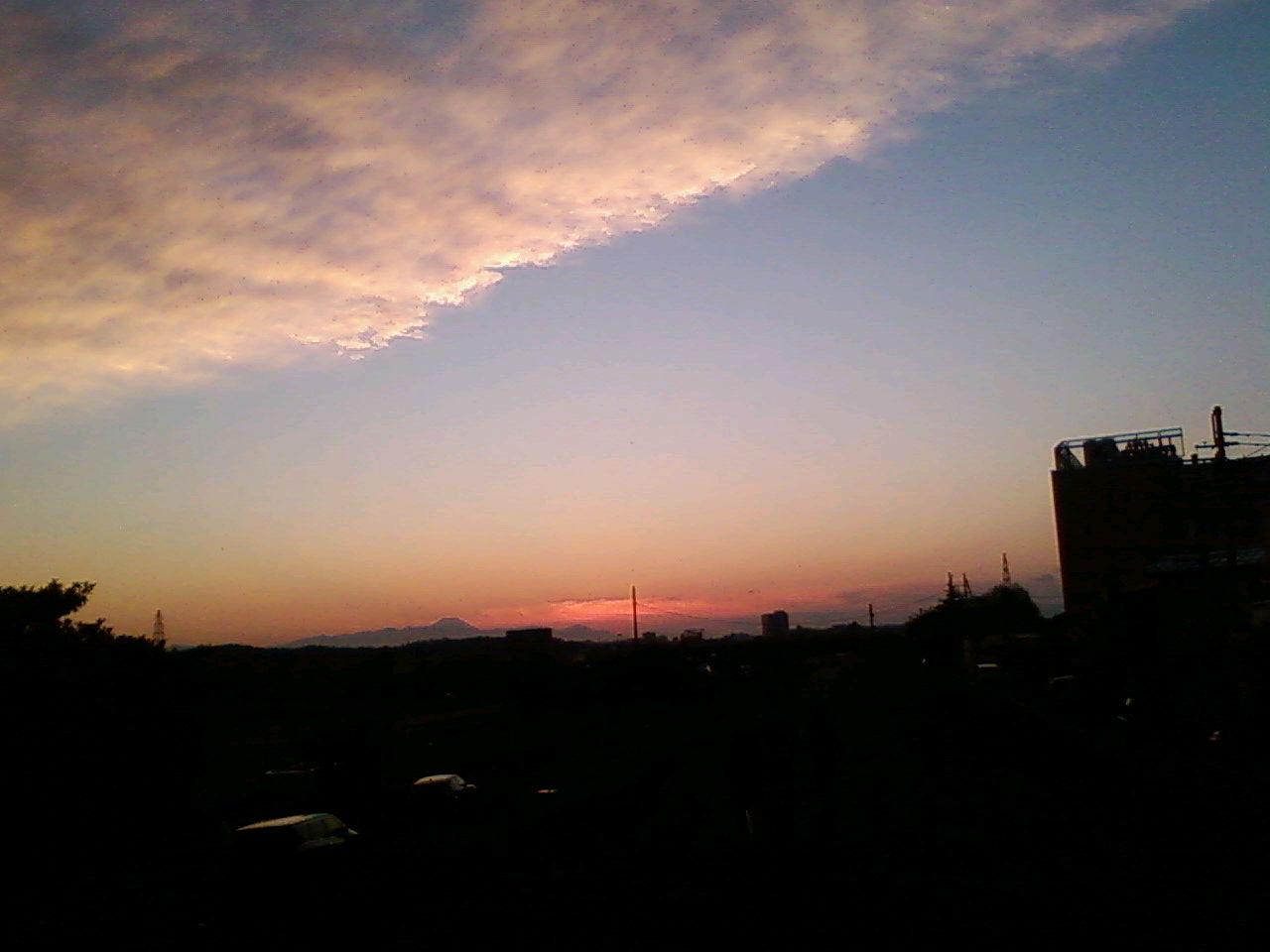 空が凄いわ!遠くに富士が!