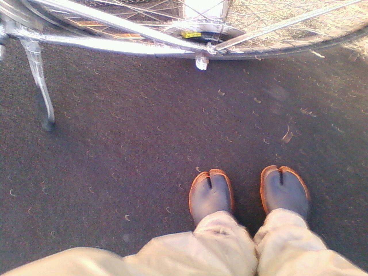 今朝の多摩川と地下足袋の多難