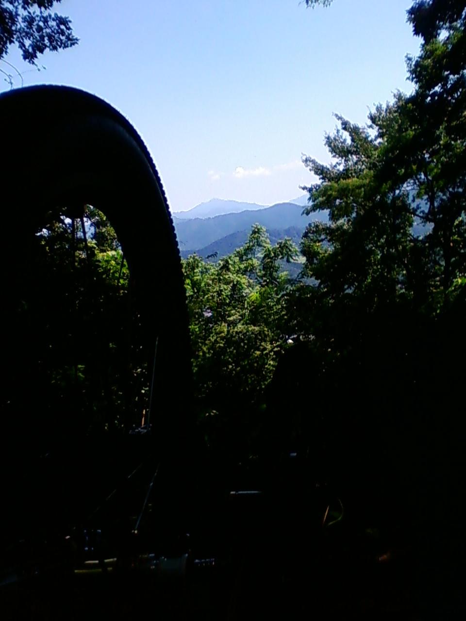 津久井湖の山で休憩中