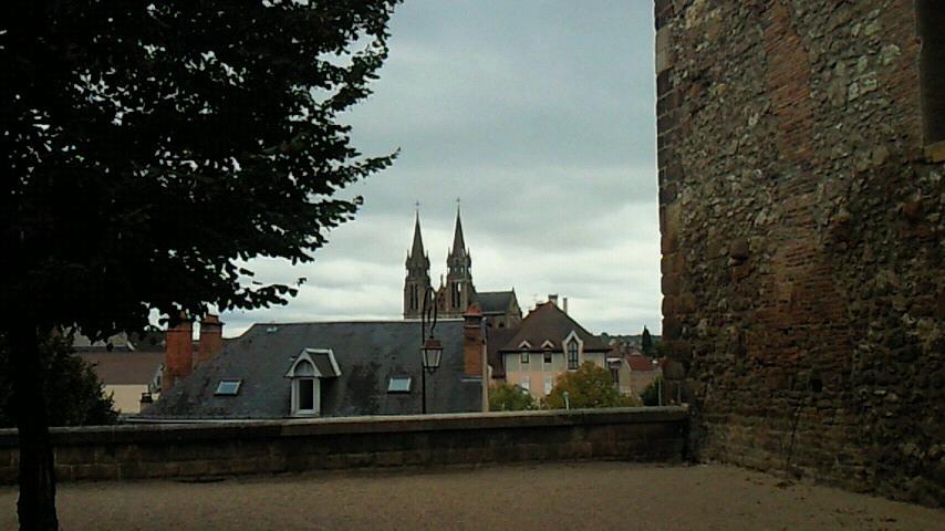 中世の街ムーランへ