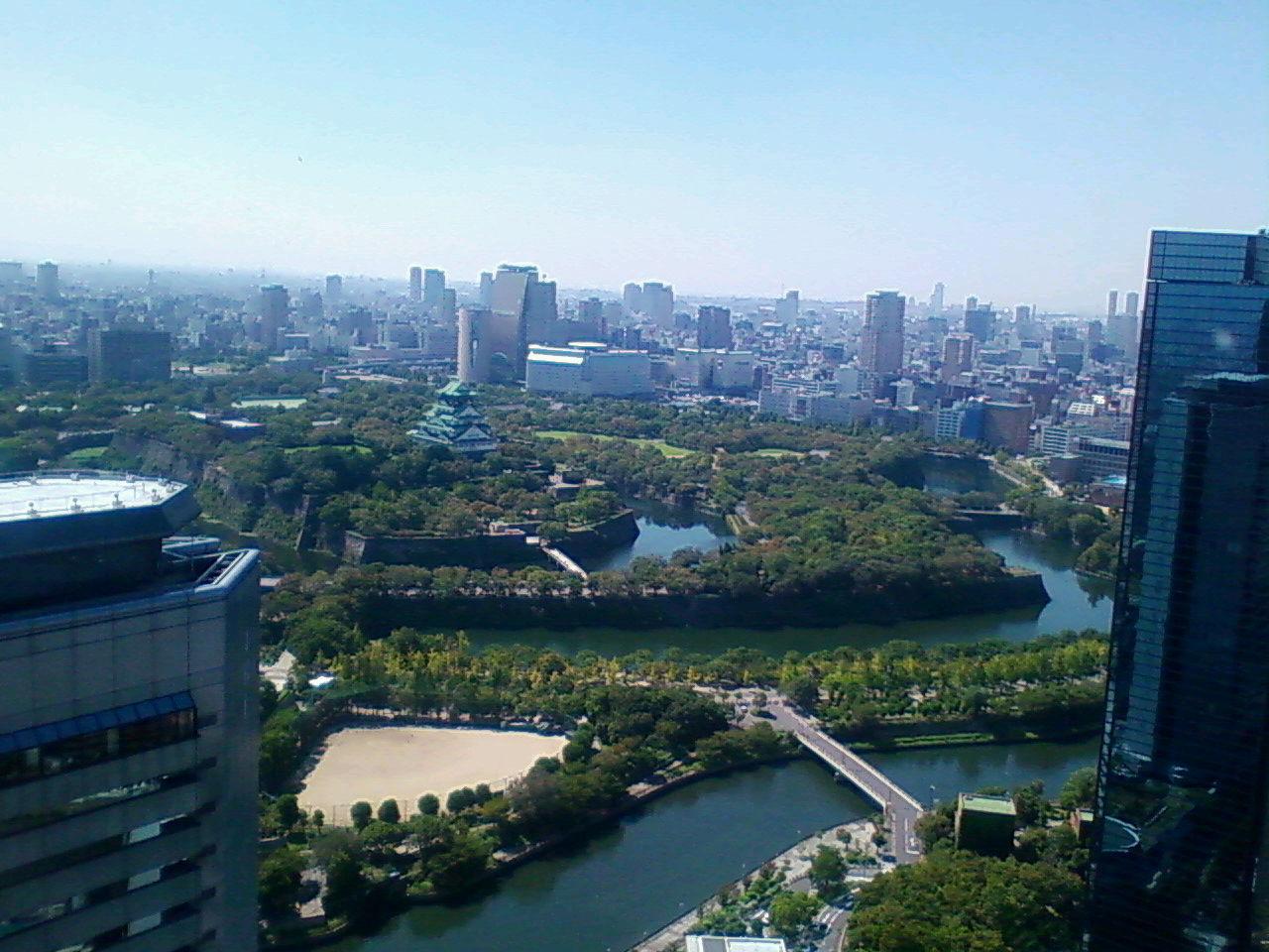 大阪城を見おろして