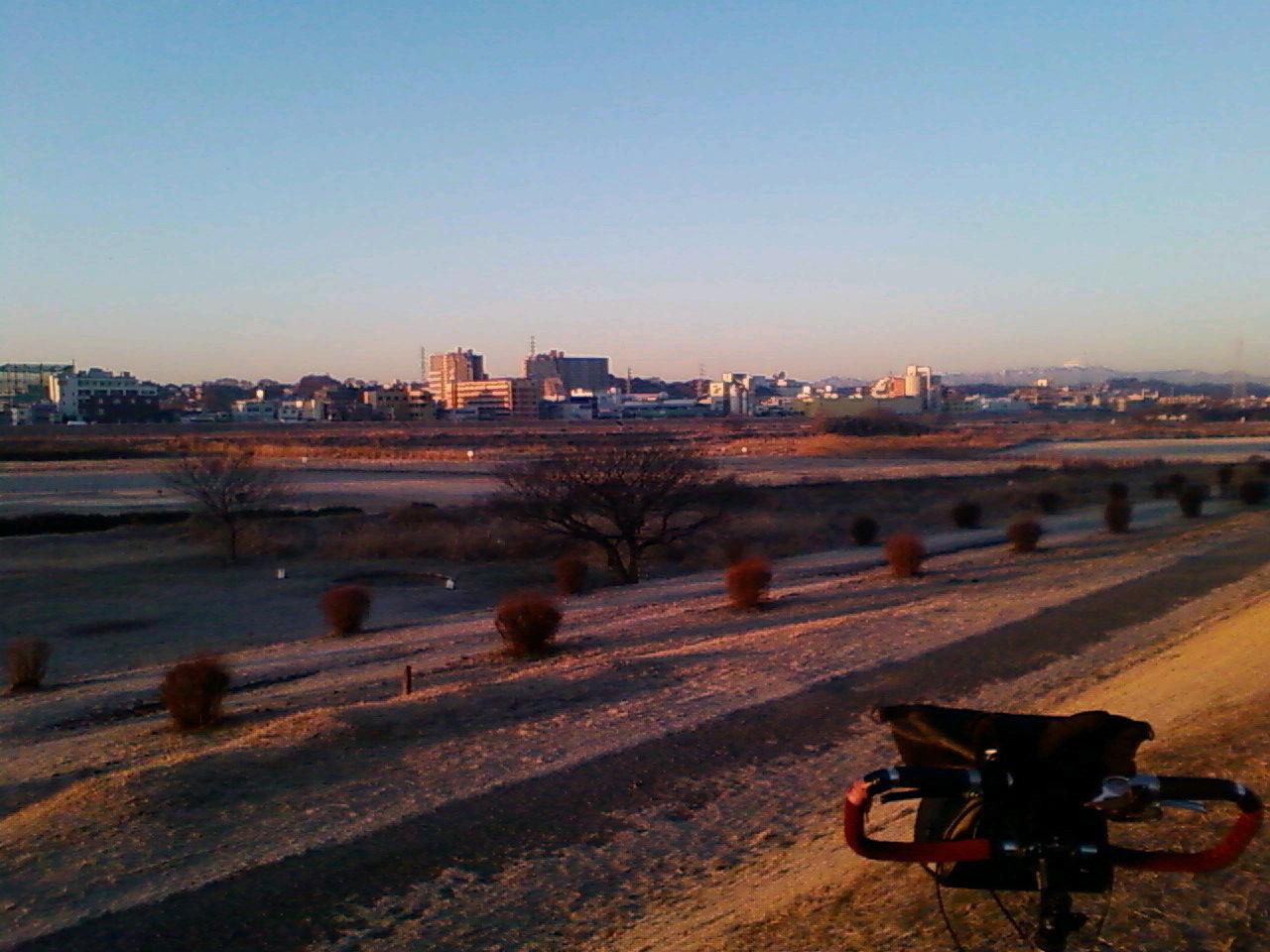 あざみに行く日の朝の多摩川